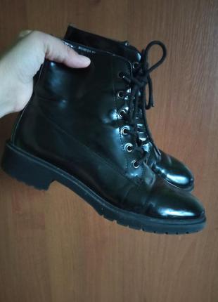 Черевики ботинки лак