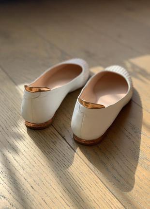 Абсолютно новая пара обуви carlo pazolini