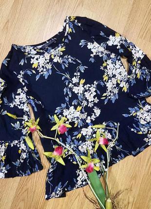 Блуза / кофточка  темно- синяя в цветочный принт marks&spencer  рукав колокол