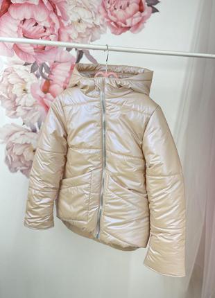 Куртка демісезонна на флісі тепла та зручна
