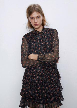 Платье в цветочный принт с рюшами воланами zara