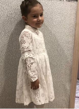 Красивое белое ажурное платье на девочку