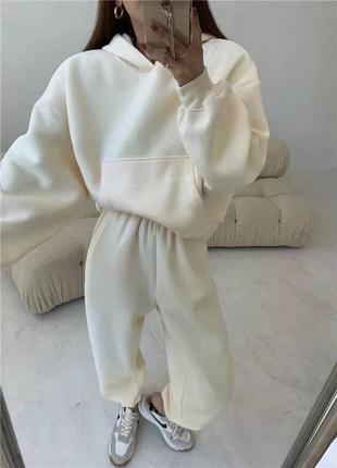 Женский спортивный костюм комплект худи с капюшоном штаны на флисе тёплый зимний оверсайз молочный белый