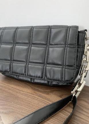 Чёрная сумка кроссбоди через плечо с длинным ремешком