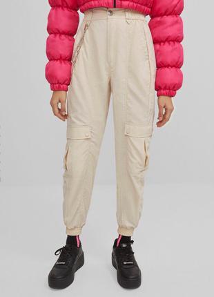 Молочные штаны джогеры с цепью на высокой посадке