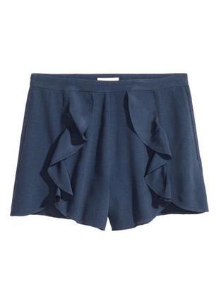Короткие шорты из креповой ткани с оборками h&m