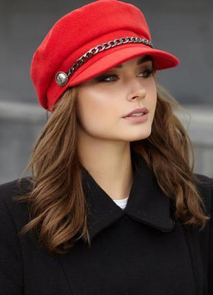 Стильная кашемировая кепи с цепью красная