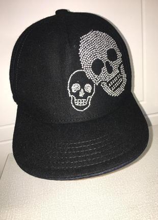 Фирменная черная кепка/ бейсболка/ реперка с черепами от h&m