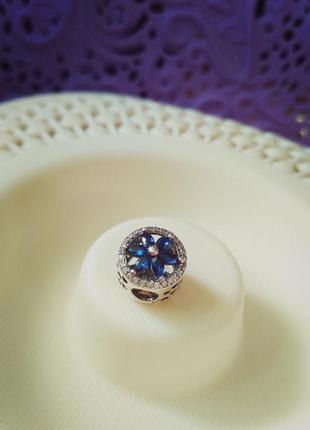 Серебряный шарм синяя ромашка на браслет, 925