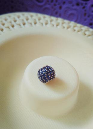Серебряный шарм на браслет, синее паве