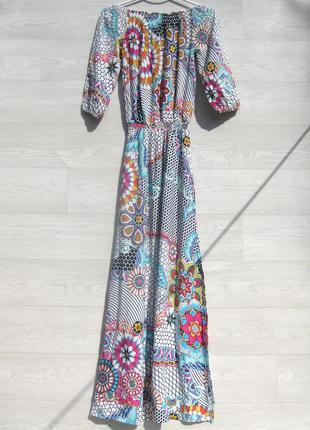 Красивое длинное разноцветное платье с ярким принтом desigual