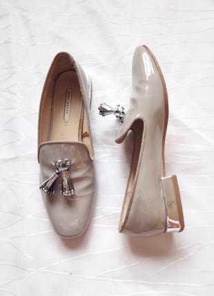 Лакові бежеві туфлі,балетки,лофери