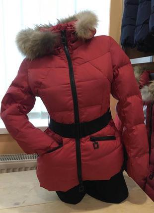 Приталенная куртка пуховик adesto с ремнём