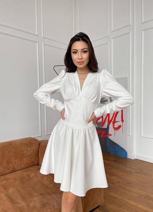 Платье белое с пуговицами пуговками