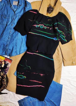 &other stories платье чёрное цветной принт с вырезом на спине миди