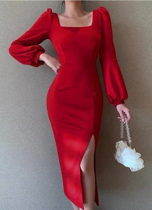 Базовое платье сарафан с разрезом на ноге красивым декольте и рукавом асп