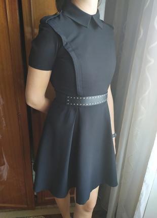 Платье с воротничком под пояс