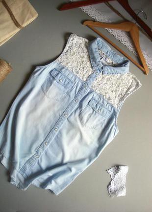 Джинсовая рубашка без рукавов с белым кружевом новая l xl
