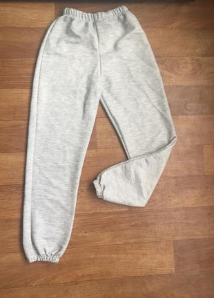 Спортивные штаны на манжетах