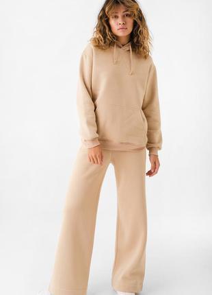 Спортивный костюм с брюками клеш бежевого цвета colo