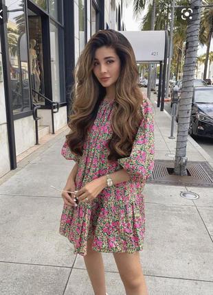 Платье zara в цветочек  свободного кроя.