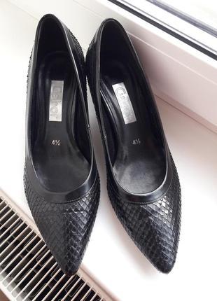 Шкіряні туфлі,лодочки ,на каблуку