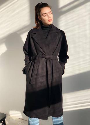 Классическое чёрное пальто под пояс