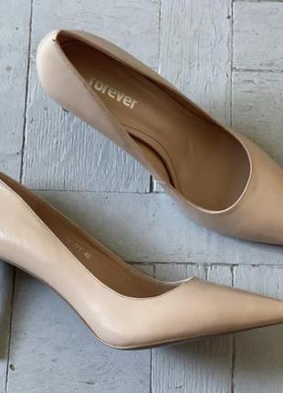 Нюдовые бежевые туфли лодочки