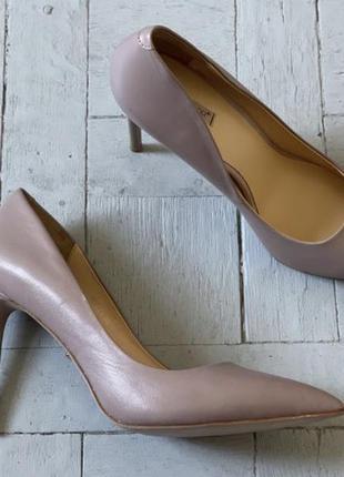 Vitacci новые бежевые туфли лодочки