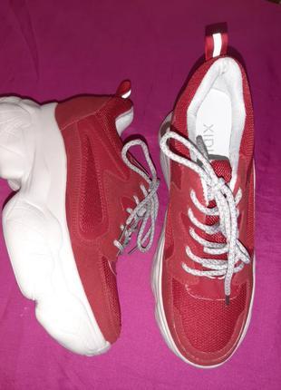 Стильные кроссовки красные на платформе