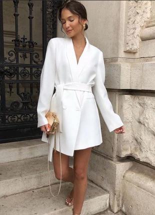 Красивый белый пиджак zara s