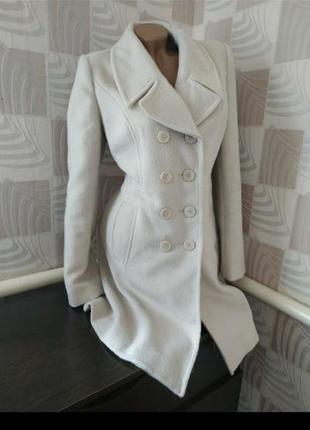 Двубортное пальто демисезон молочный цвет