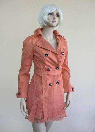 Распродажа женский плащ с кружевом по низу и пояском в цвете приглушенный апельсин sм