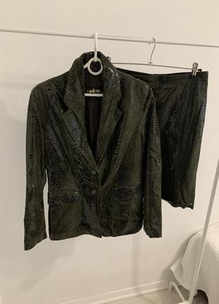 Костюм с юбкой пиджак кожаный