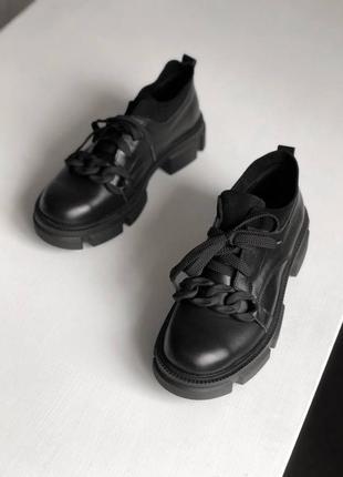 Черные стильные оксфорды женские с цепью