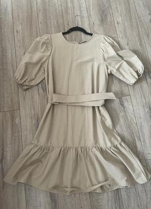 Платье в пышными рукавами