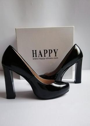 Туфли женские чёрные лаковые на высоком каблуке