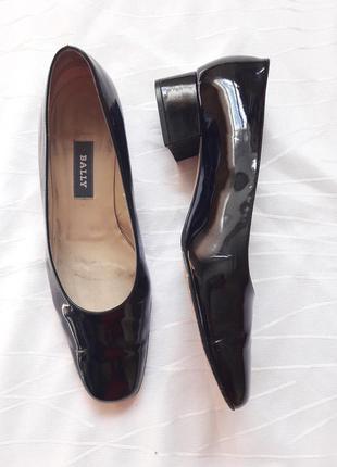 Лакові чорні туфлі,зручний каблук