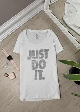 Женская футболка nike tee найк спортивная тренировочная оригинал белая