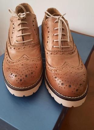 Жіночі туфлі на шнурівках  лофери на шнуровке оксфорди мокасіни броги туфли кожа шкіра италия італія