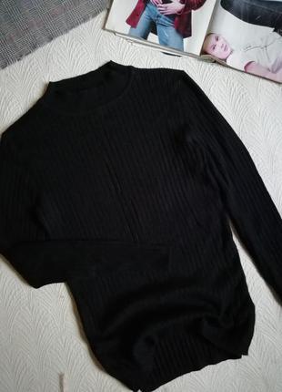 Черный вискозный лонгслив свиткр в рубчик