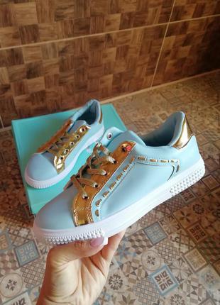 Новые кроссовки голубые