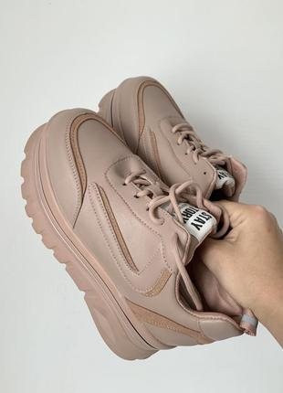 Кроссовки на большой подошве