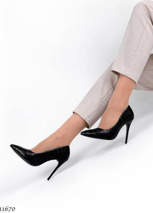 Р. 36-39 стильные туфли на каблуке