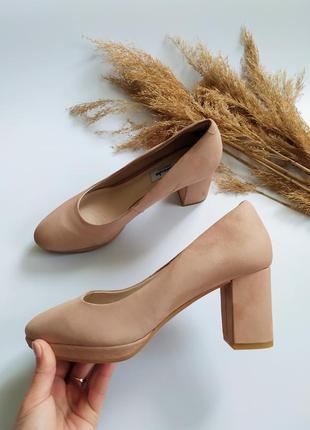 Шикарные натуральные туфли clarks 39 размер