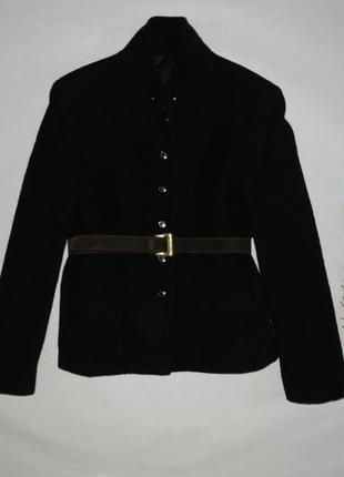 Идеальный черный шерстяной пиджак на осень
