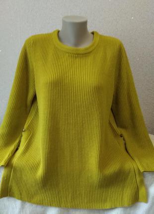 Удлиненный свитерок красивого цвета большого размера.