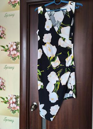 Короткое ассиметричное платье в цветочный принт