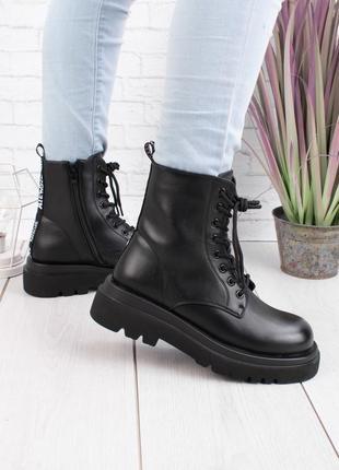 Черные крутые ботинки