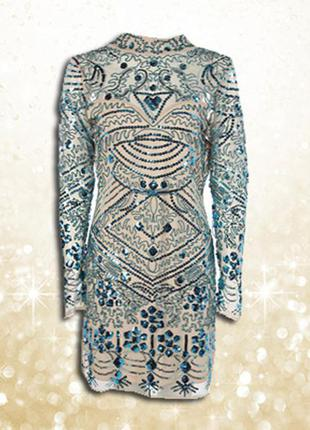 Украшенное блестящее в пайетки мини облегающее платье с высоким воротом и с рукавами